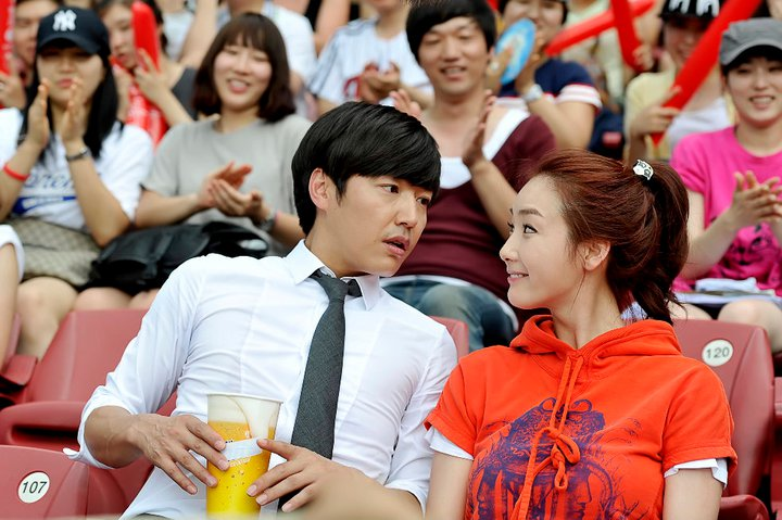 Choi Ji Woo and Yoon Sang Hyun Kissing in Stadium