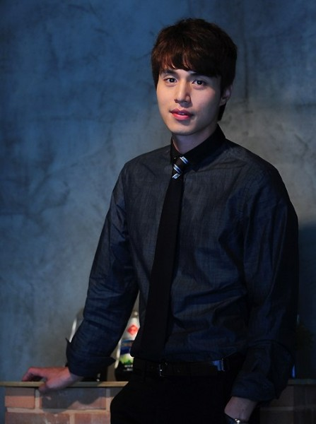 http://dramahaven.com/wp-content/uploads/2011/08/lee-dong-wook-popular-447x600.jpg