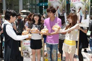 Giving Away Toast to Promote Love Keeps Going