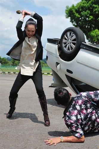 On the Fringe - Car Chase