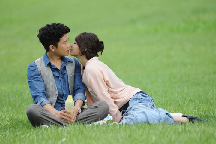 Protect the Boss Kissing Scene