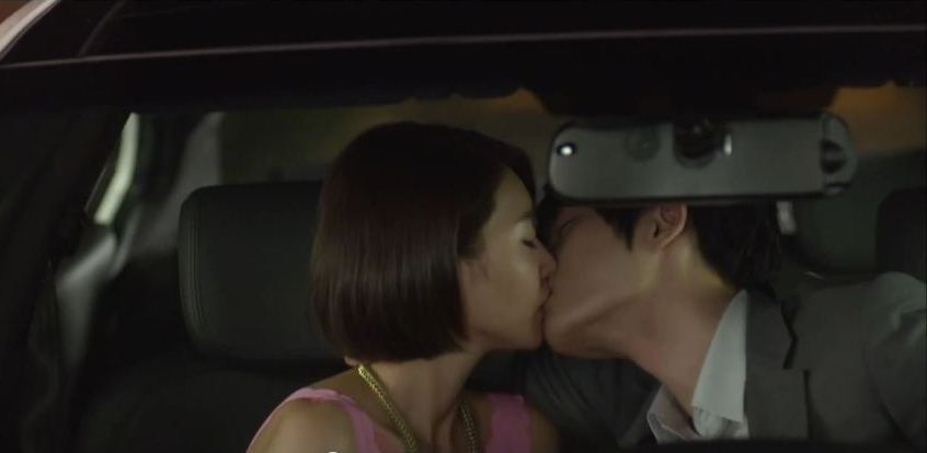 Jaejoong Kissing Wang Ji Hye in Protect the Boss