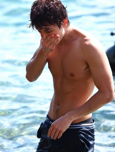 Lee Dong Wook at Beach
