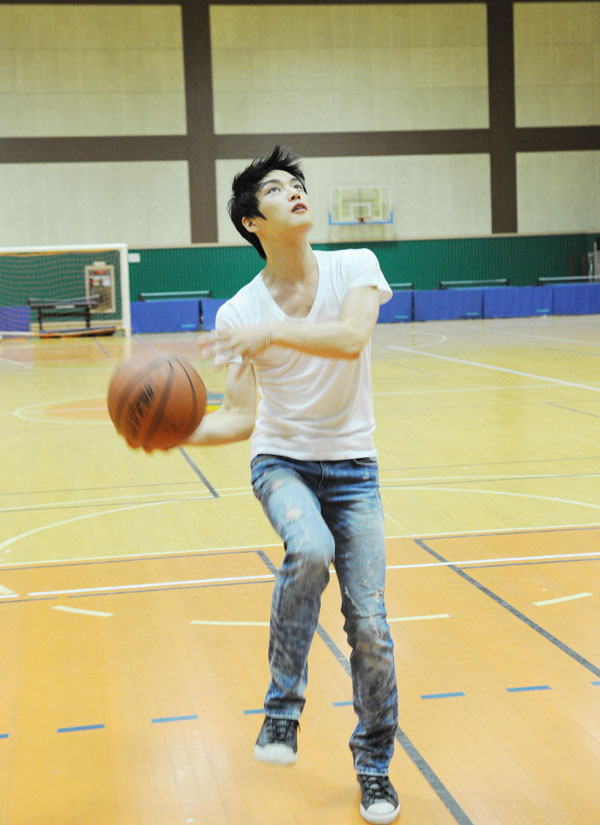Jaejoong Plays Basketball