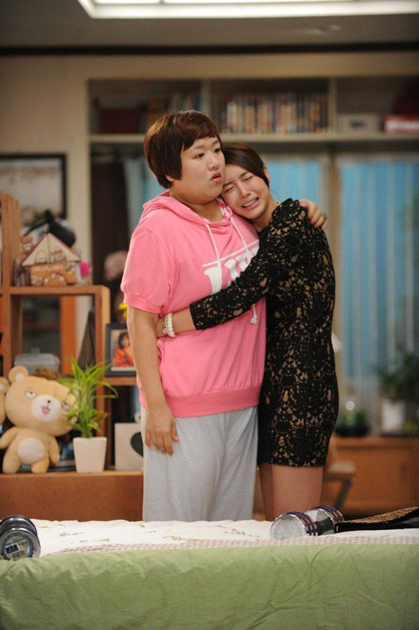Wang Ji Hye Hugs Ha Jae Sook