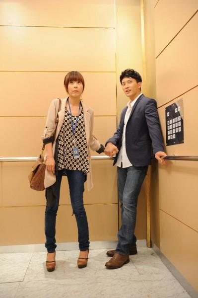 Ji Sung Back-Hugs Choi Kang Hee