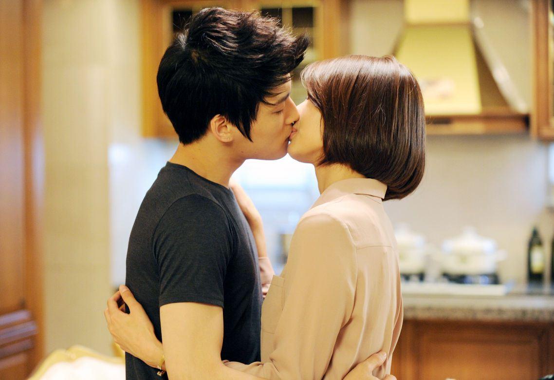 Kim Jaejoong and Wang Jihye French Kiss