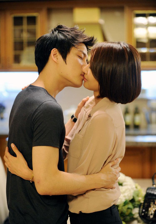 Asian Kissing Scene 47