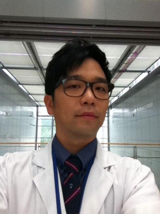 Lee Juk as Doctor