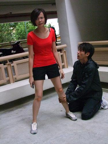 Felicia Chin Injures Leg