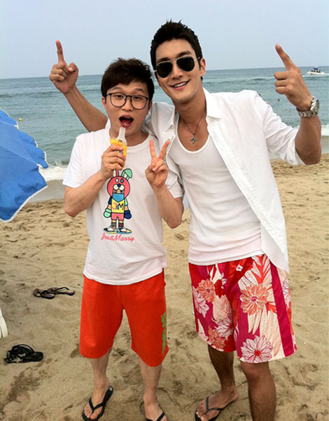 Choi Si Won and Park Sung Gwang at Beach