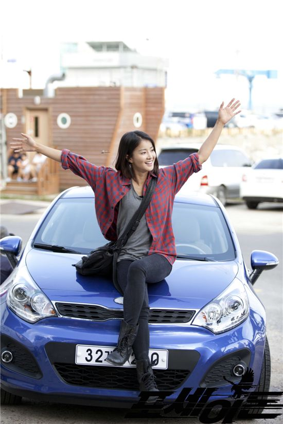 Lee Si Young on Car