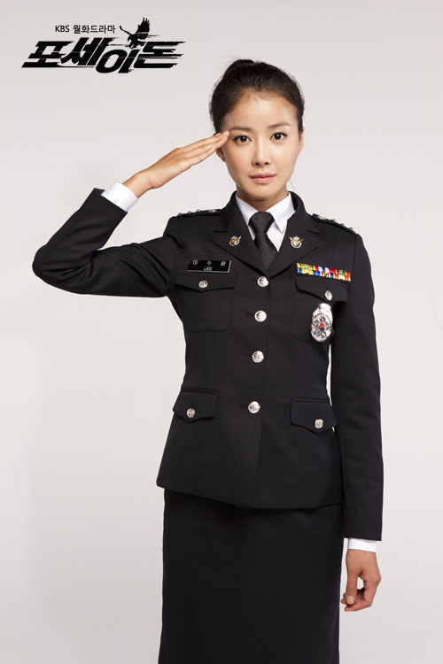 Lee Si Young Salute