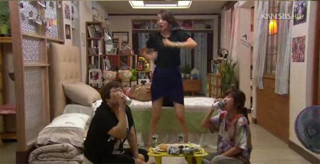 Na Yun, Eun Sul and Myung Ran Dance and Sing