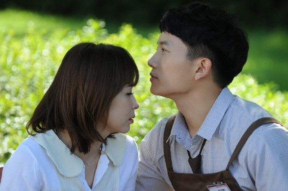 Ji Sung and Choi Kang Hee Forehead Kiss