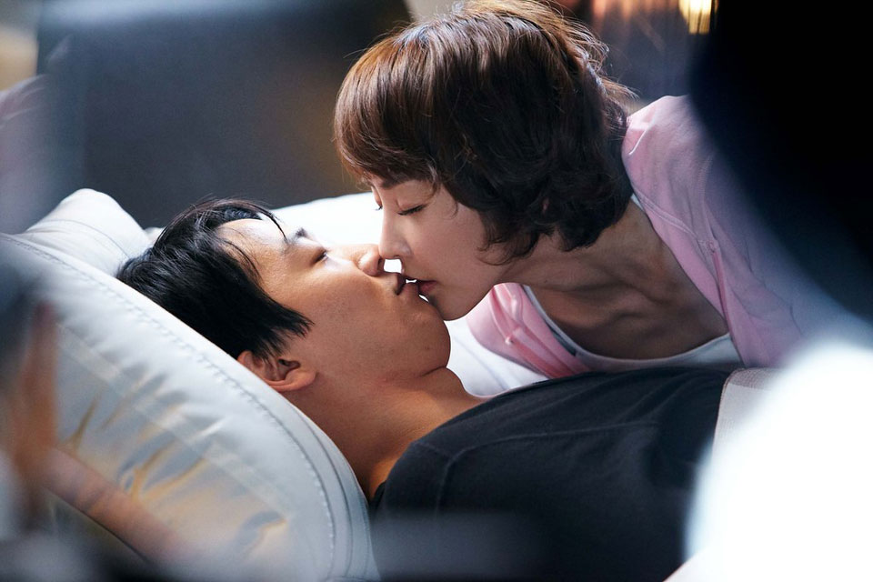 Kim Rae Won and Jung Yu Mi Kiss