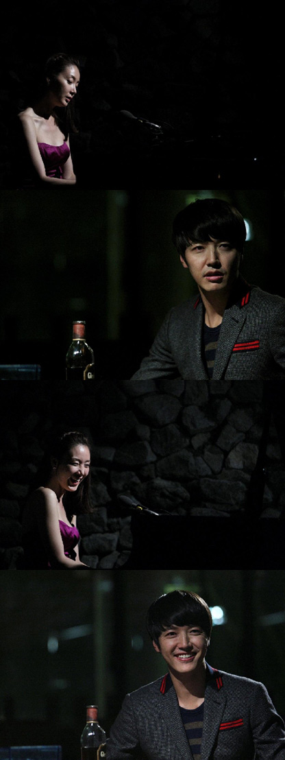 Choi Ji Woo Playing Piano with Grasp from Yoon Sang Hyun