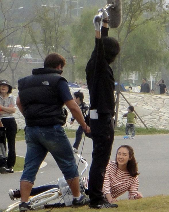 Behind the Scene - Choi Ji Woo Falls from Bicycle