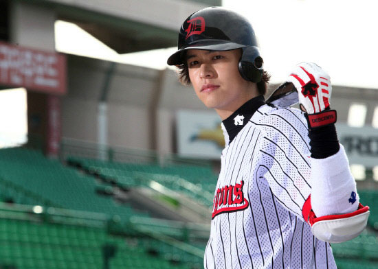 Lee Jang Woo as Seo In Woo Baseball Player