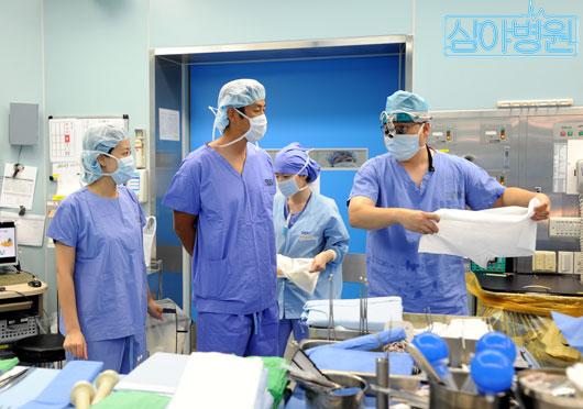 Hospital Visit by Yoon Tae Young and Ryu Hyun Kyung