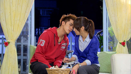 Roy Chiu Tse and Alice Ke Jia Yan Kiss