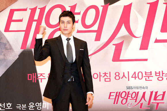 Song Yoo Ha (Baek Kyung Woo)