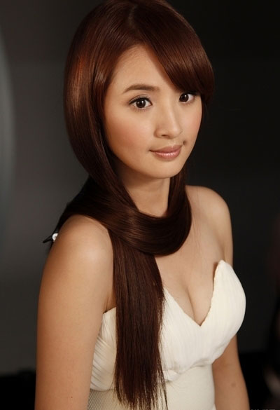 Ariel Lin C-Cup Busty Cleavage