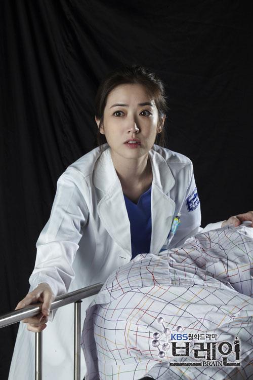 عکس های جدید یون جی هی در سریال بیمارستان چونا