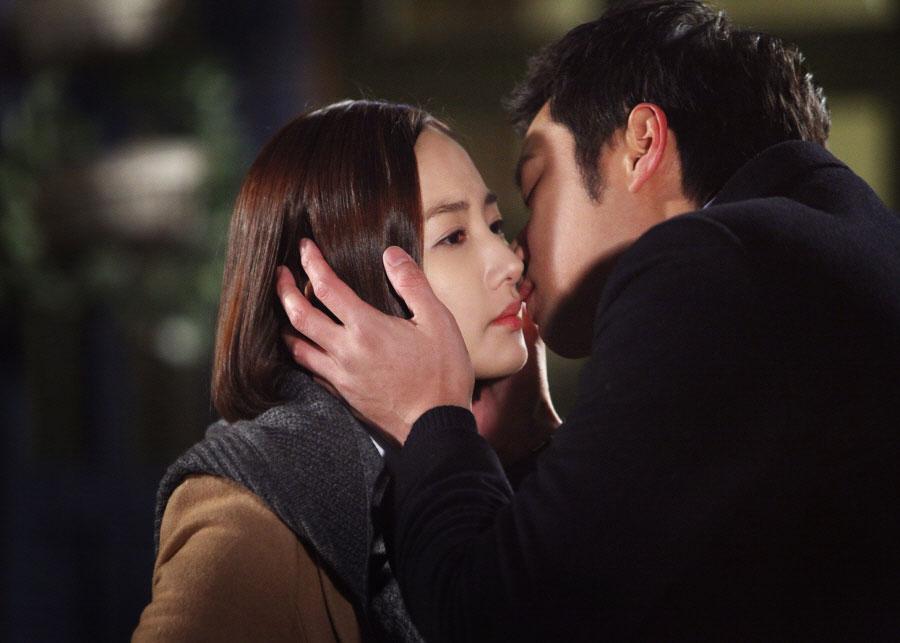gloryjane-chun-jung-myung-park-min-young-kiss2