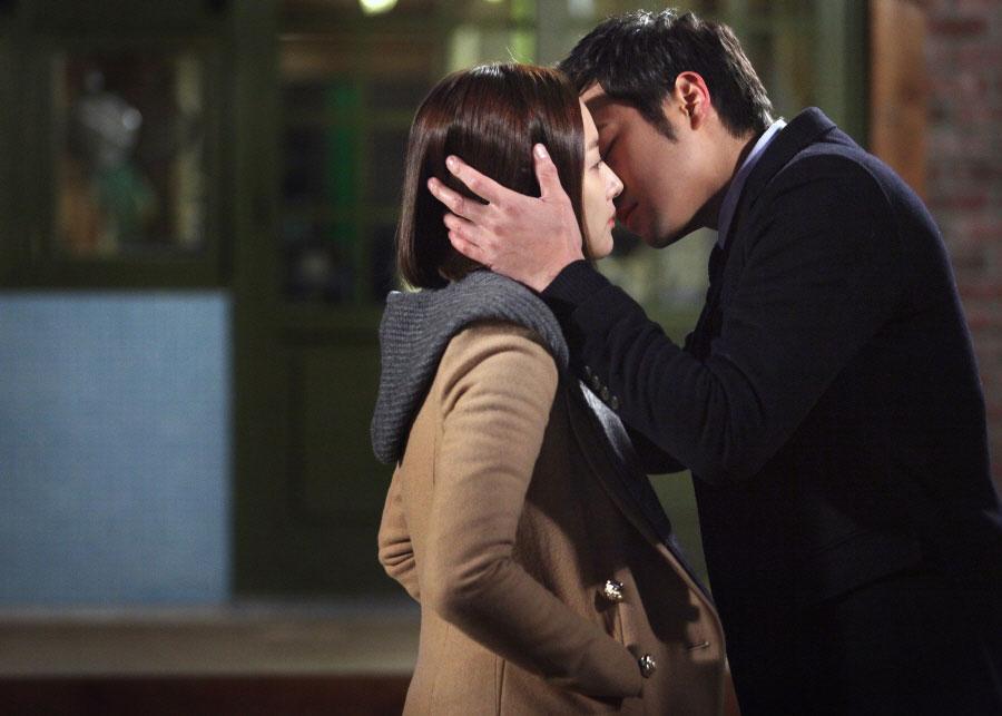 gloryjane-chun-jung-myung-park-min-young-kiss4