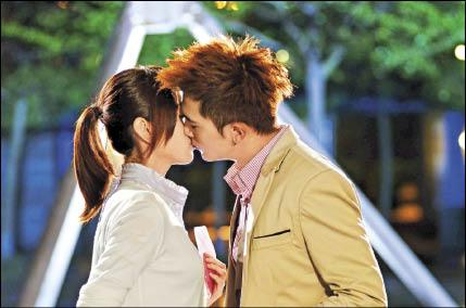 Roy Chiu Ze and Alice Ke Jia Yan Kiss