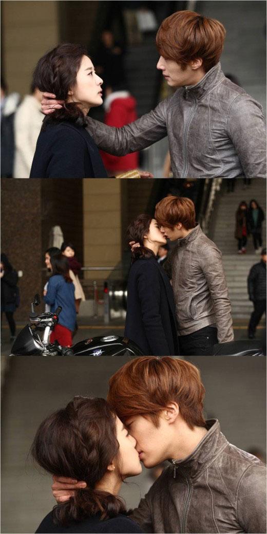Jung Il Woo and Lee Chung Ah Kiss