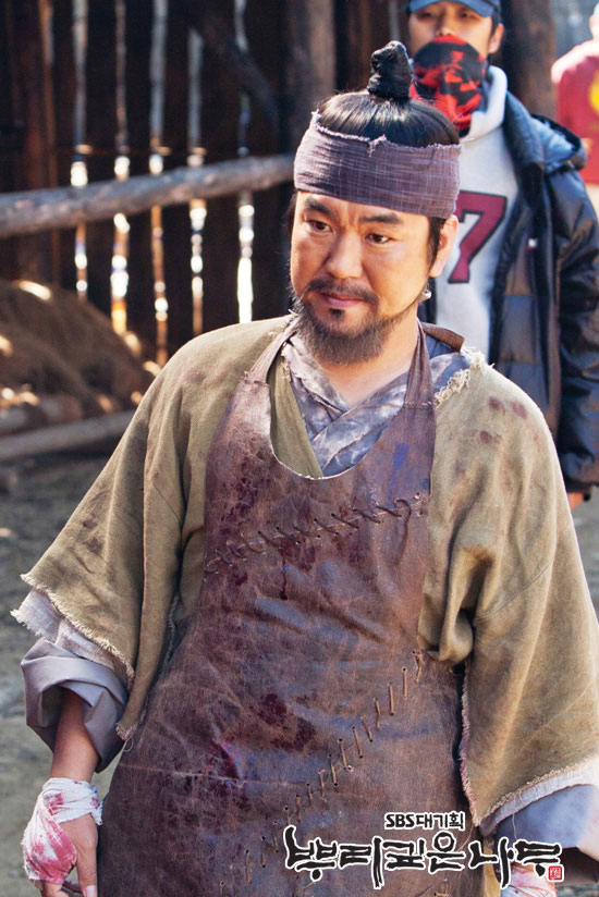 Yoon Je-moon as Jun Ki Joon
