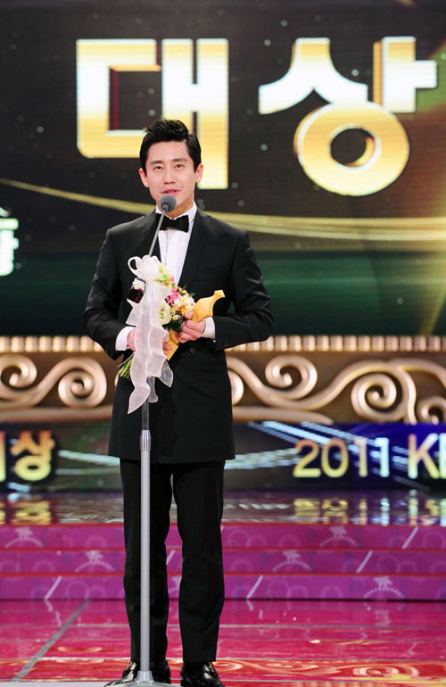 2011 KBS Drama Awards Daesang Winner - Shin Ha Kyun