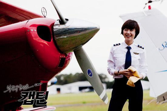 Koo Hye Sun as Pilot