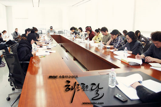 sunnmoon-script-reading1