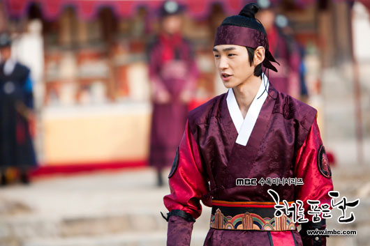 The Moon That Embraces the Sun Still