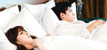 Jae Hee and Lee Soo Kyung on Bed