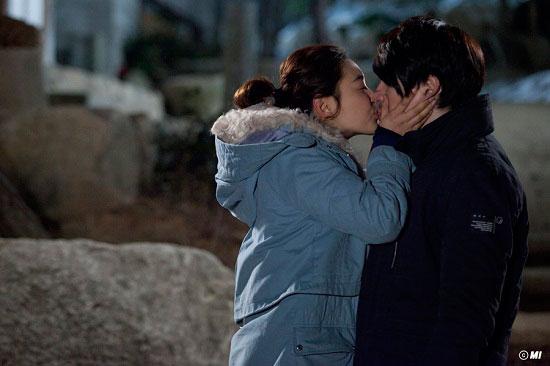 kimchi-songilgook-parkjinhee-kiss2