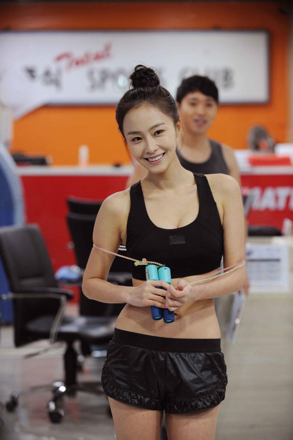 salary-hong-soo-hyun-sexy2
