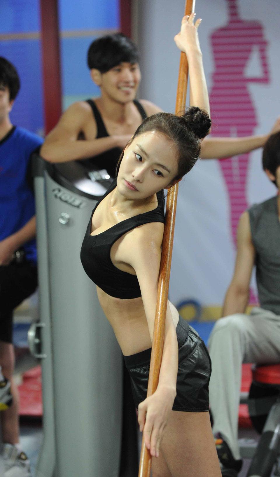 salary-hong-soo-hyun-sexy6