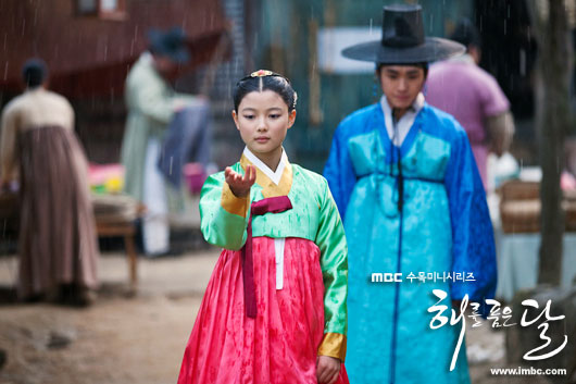 The Moon that Embraces the Sun Episode 2 Synopsis Summary