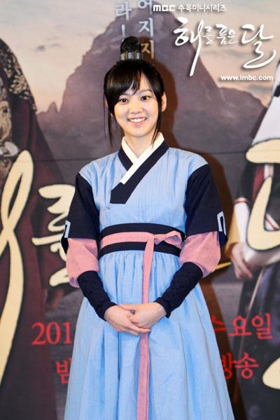 sunnmoon-press38-yoon-seung-ah