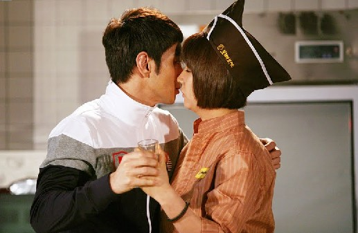 Lee Kyu Han and Seo Yoo Jung Kiss