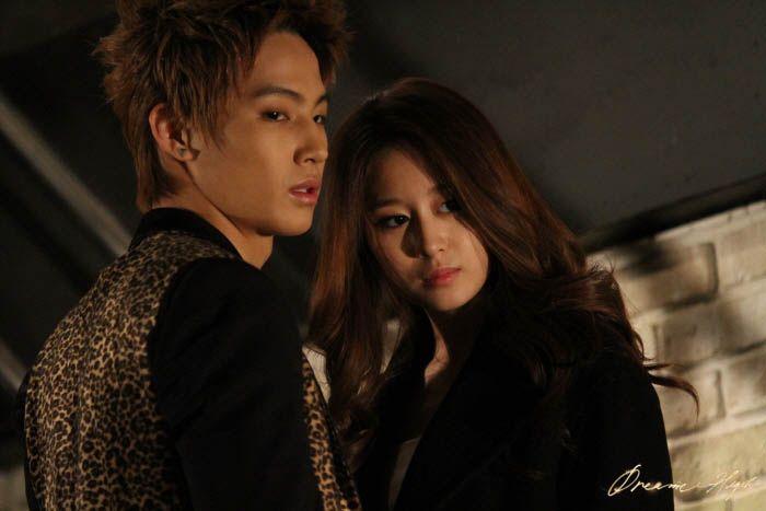 dh2-jb-jiyeon-hug1