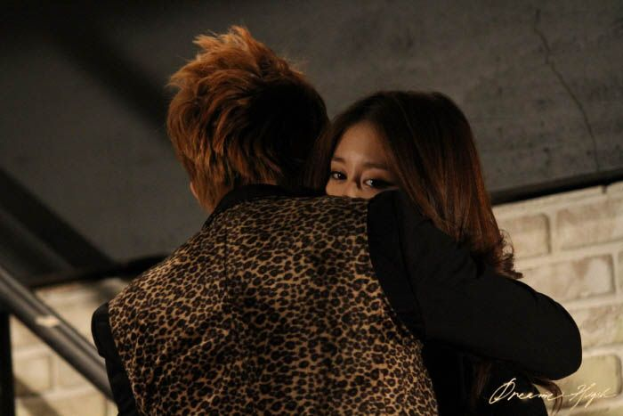 dh2-jb-jiyeon-hug2