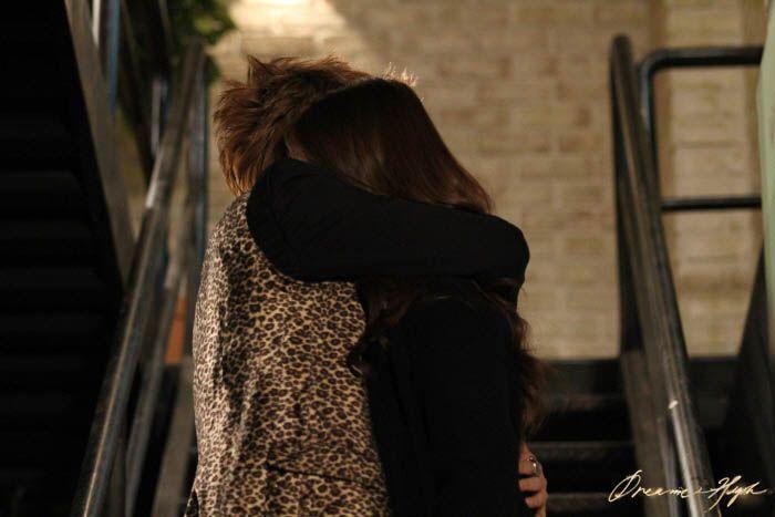 dh2-jb-jiyeon-hug3