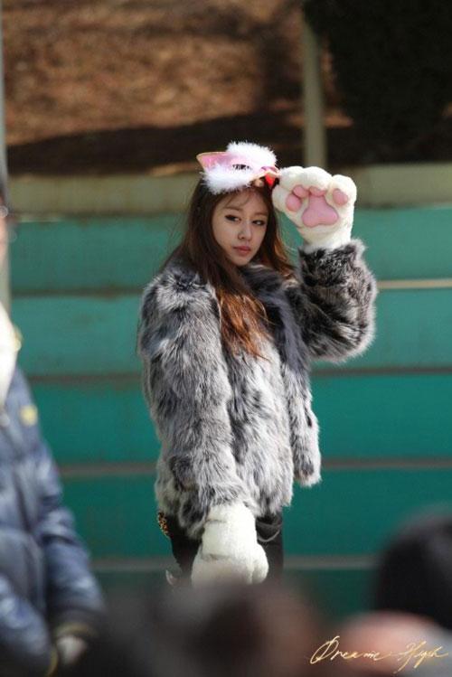 dh2-jiyeon-catwoman-mask1