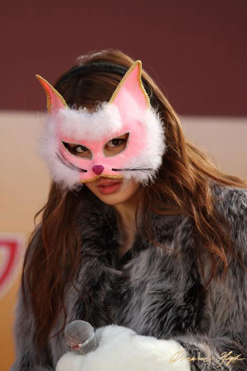 dh2-jiyeon-catwoman-mask4
