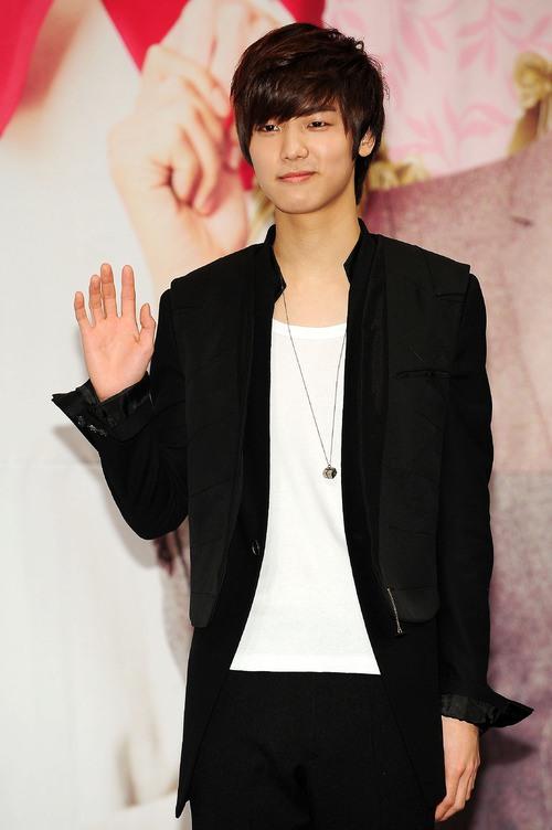 Kang Min Hyuk